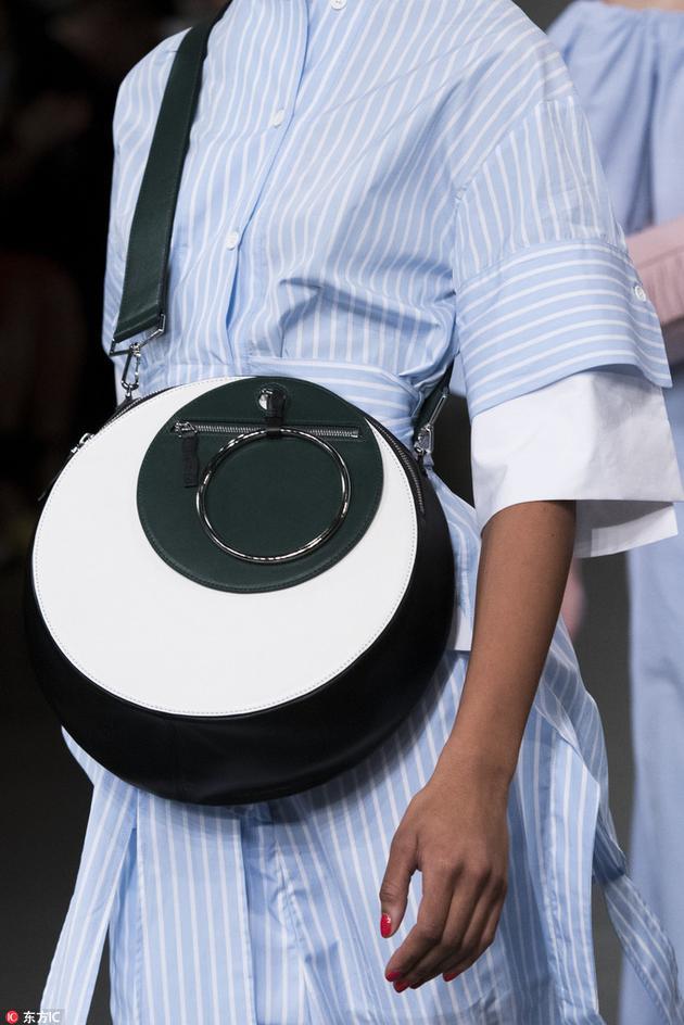 Eudon Choi圆形的包包
