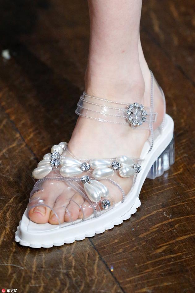 Simone Rocha的果冻鞋