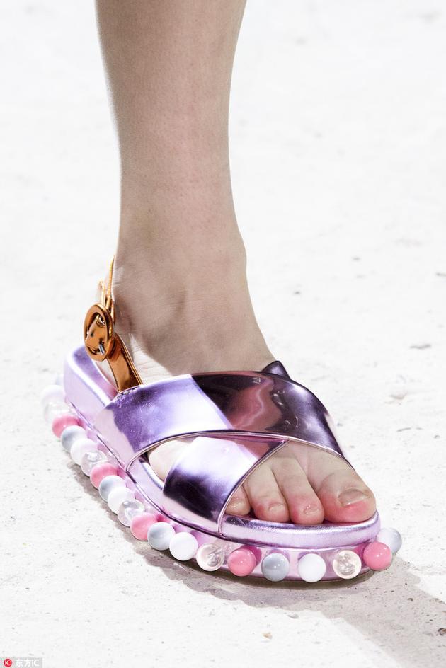 Mary Katrantzou金属色的凉鞋