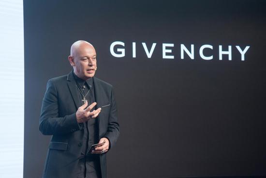 -纪梵希全球彩妆创意总监Nicolas Degennes分享创作灵感