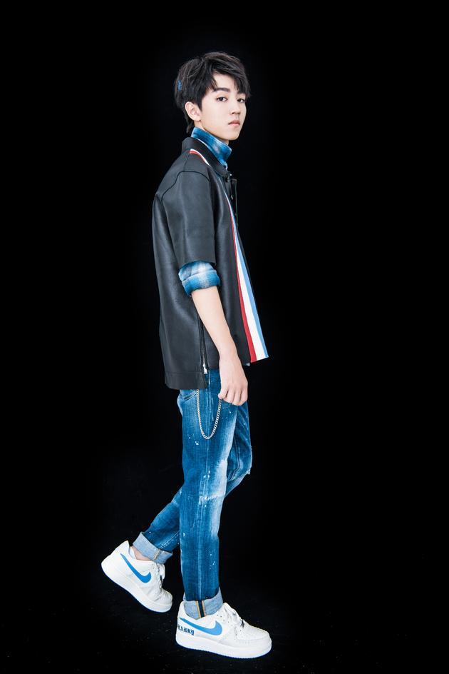 王俊凯百变造型诠释时髦型男