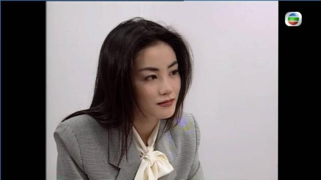 王菲的蝴蝶结衬衫