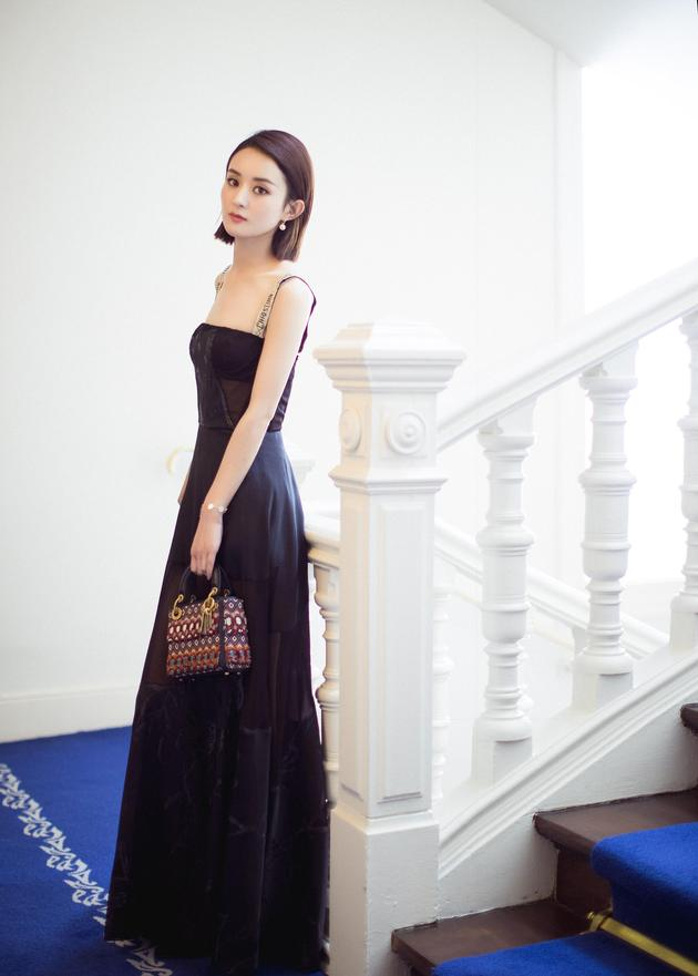 赵丽颖巴黎时装周助阵Dior秀场
