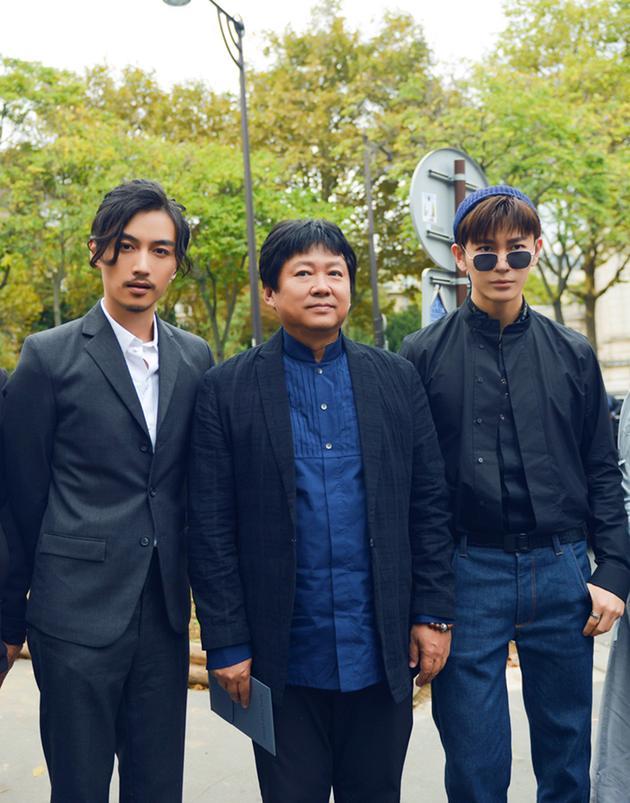 王嘉亮相巴黎时装周 与陈晓组双男神阵容