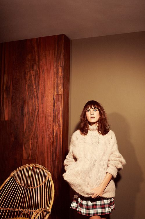 钟小姐穿马海毛毛衣配短裙