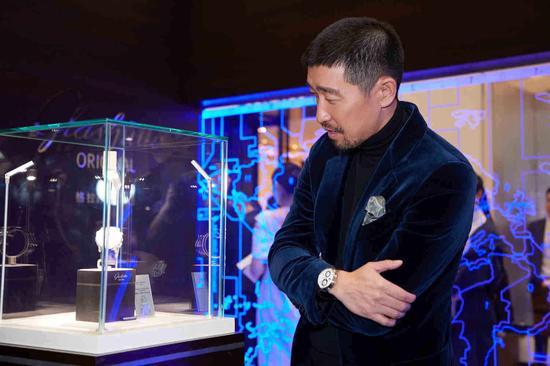 """王千源先生参观格拉苏蒂原创""""重新定义世界的距离""""时计工艺展"""