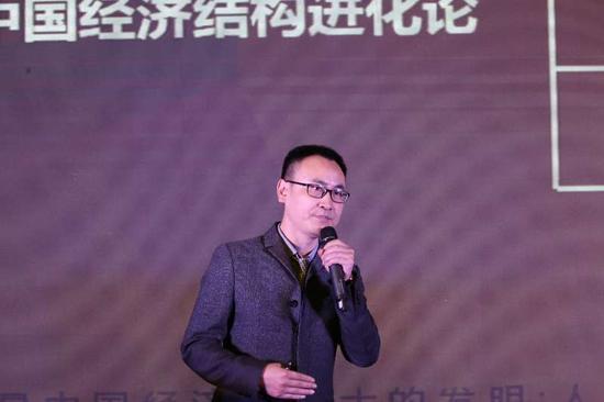 中钢黄金珠宝(深圳)有限公司副总经理蔡文清