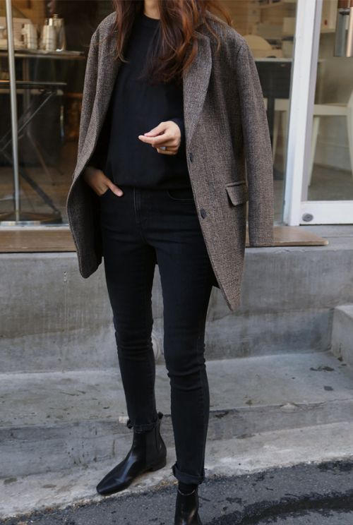 黑色牛仔裤配黑色切尔西靴