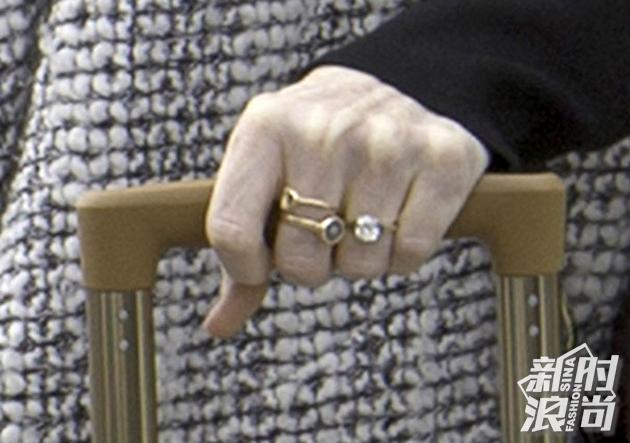 Rose Leslie的复古款公主方钻订婚戒指