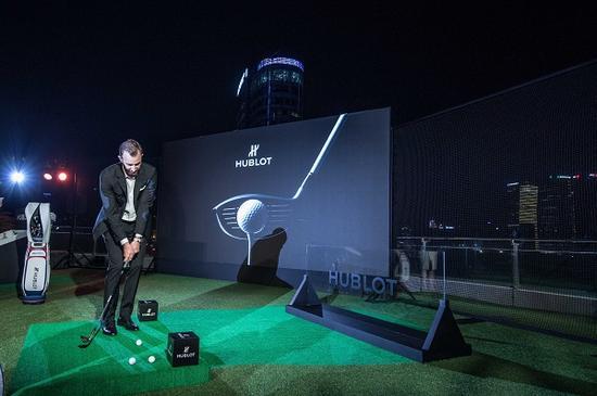 """高尔夫""""球王""""达斯汀·约翰逊于上海外滩佩戴宇舶表Big Bang Unico高尔夫腕表展现精湛球技"""