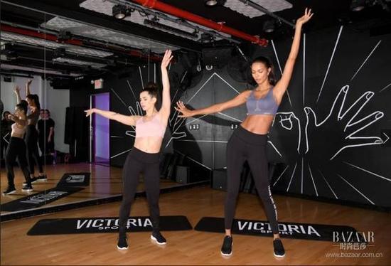 在大秀之前,Lais Ribeiro选择了迈阿密风情有氧舞操来维持好身材