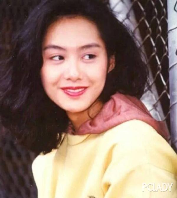 当年的香港女星很多都留过这种发型,看起来蓬松有型,满满的香港复古风图片