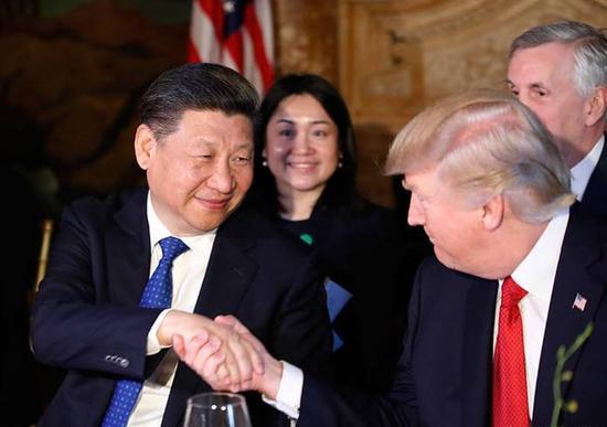 今年4月访美期间,习近平主席与特朗普总统亲切握手(图片来源:新华社)