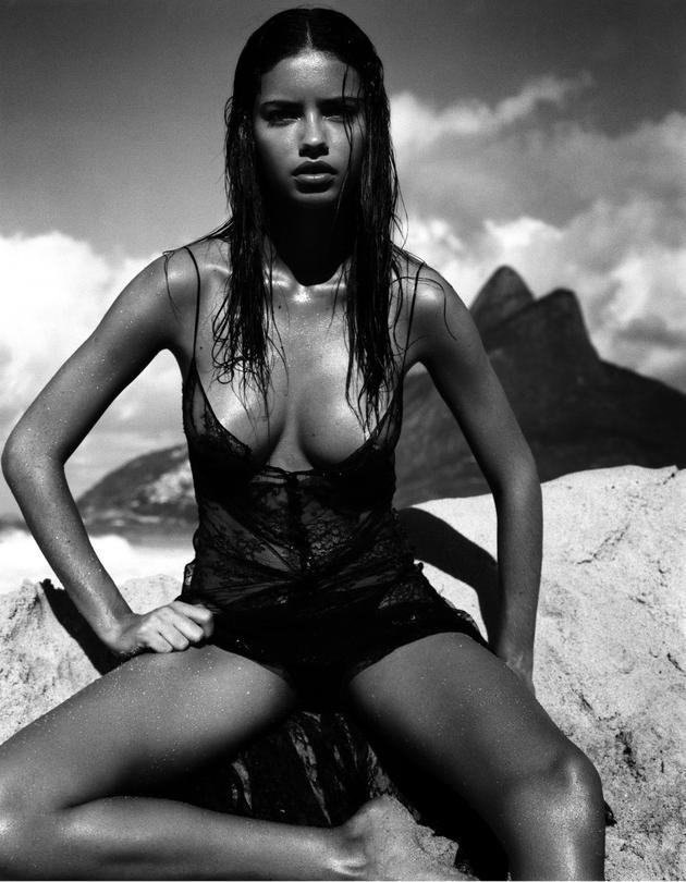 Adriana Lima登上2005年倍耐力年历