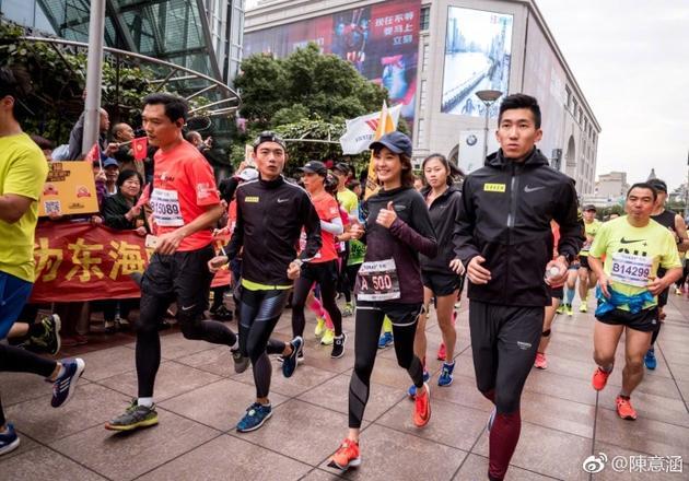 爱健康:王珞丹迷滑板陈意涵爱马拉松 明星比你瘦不是没理由