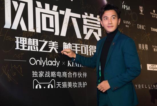 刘恺威亮相2017风尚大赏红毯