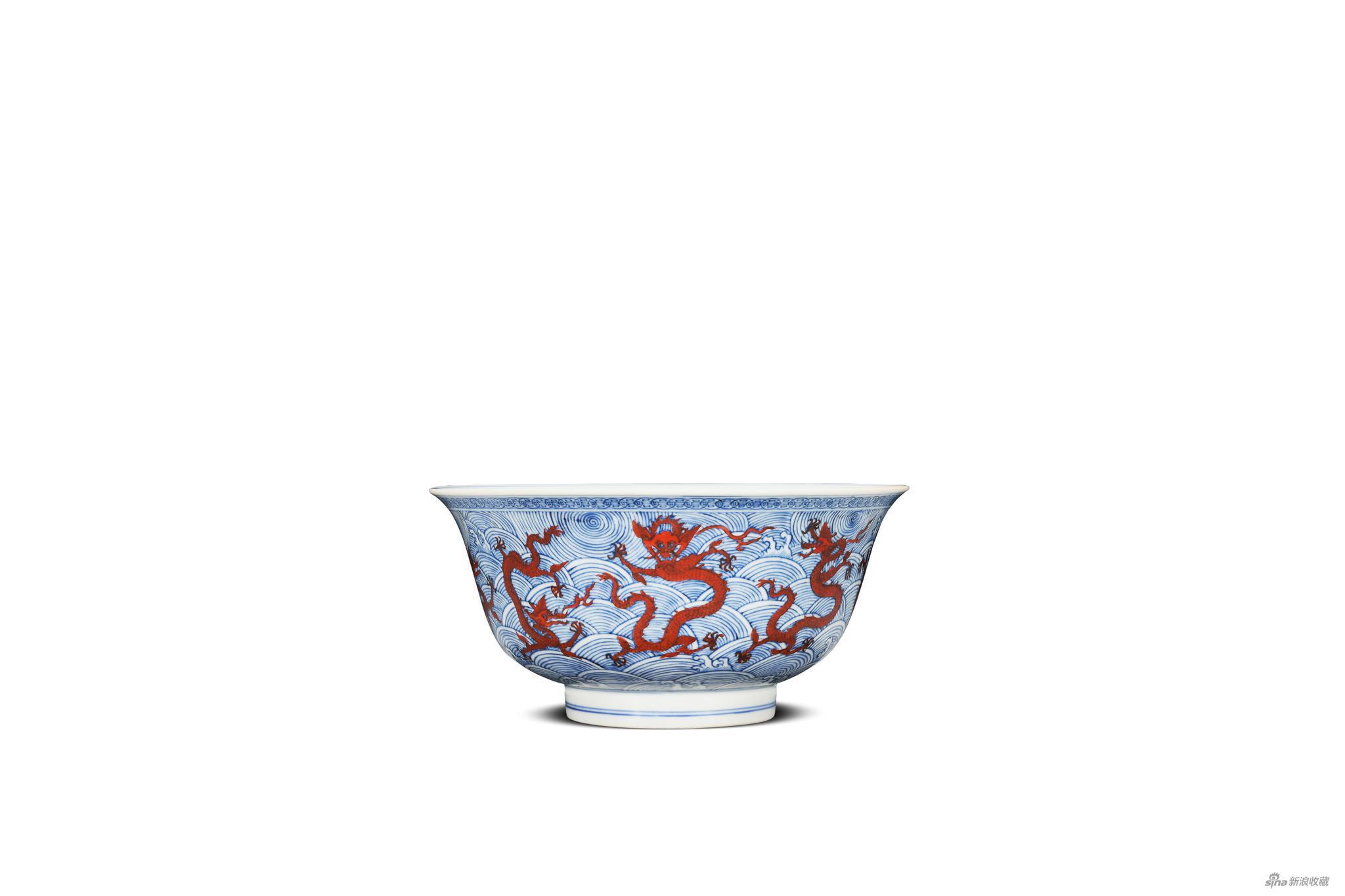 3674清康熙 仿明青花矾红海水龙纹大碗