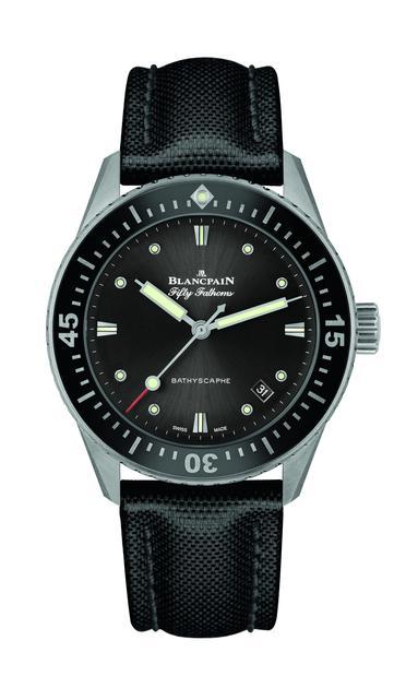 郭麒麟佩戴的宝珀五十噚系列深潜器日期显示腕表