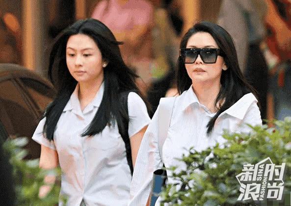 邱淑贞与女儿逛街