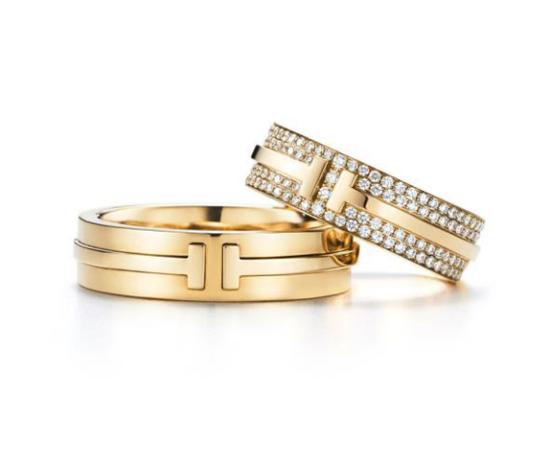 左起:Tiffany & Co.蒂芙尼T系列T Two 18K黄金戒指;Tiffany & Co.蒂芙尼T系列T Two 18K黄金镶钻戒指