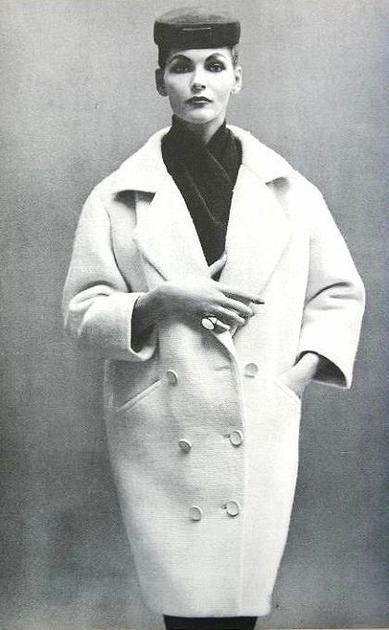 Balenciaga的繭型外套