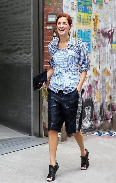 时尚博主穿百慕大短裤街拍