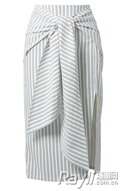 范冰冰率先入夏 初夏第一套造型选择了开衩裙范冰冰率先入夏 初夏第一套造型选择了开衩裙
