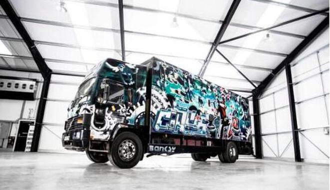 卡车车体全涂漆 涂鸦大师班克斯最大作品将拍卖