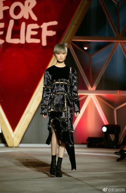这一年最大的惊喜是年李宇春在戛纳电影节期间上演红毯秀