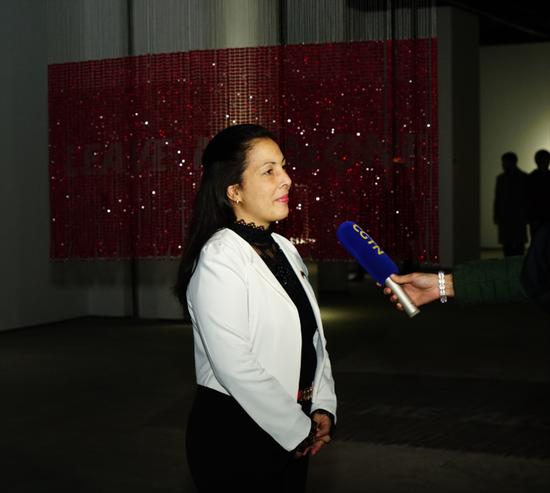 古巴驻华大使馆参赞兼副馆长 Lisbet Quesada Luna (李兹培) 接受媒体采访