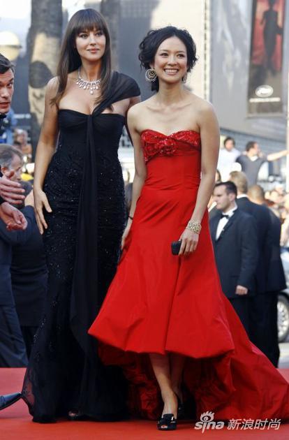 2006年,章子怡和同為戛納評審團成為的莫妮卡-貝魯奇