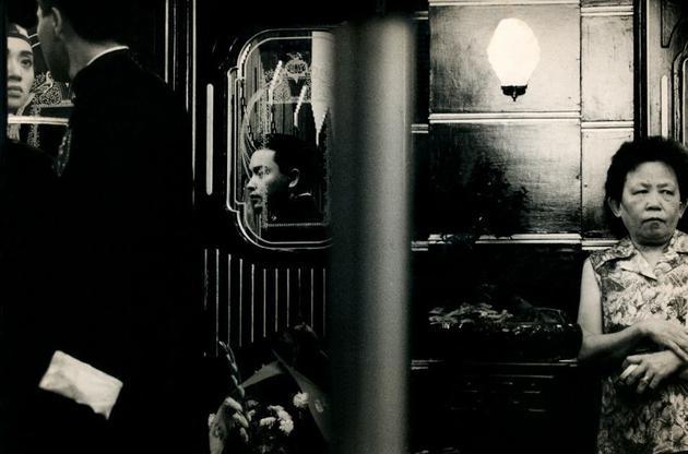 拍摄于电影《胭脂扣》(1987)现场,导演关锦鹏,摄影:叶锦添