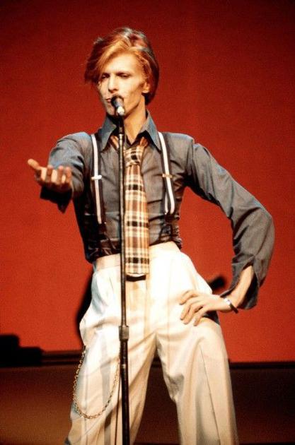 David Bowie背带裤造型