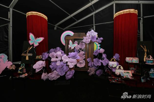 活动现场展示了两个品牌30款跨界新品