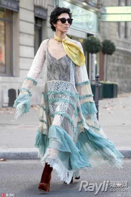 蕾丝连衣裙街拍