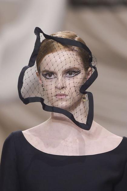 Stephen Jones设计的面纱