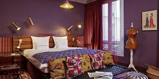 25小时酒店的室内灯光也比较有特色