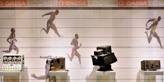 博物馆内展出的欧米茄为奥运会百米冲刺制作的精准计时器