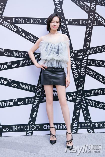宋茜穿黑色皮裙