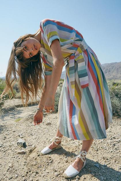充满度假风的彩虹连衣裙