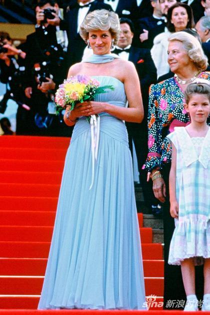 戴安娜的水藍色抹胸裙