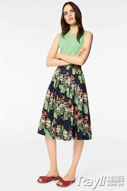 职场风中的印花连衣裙