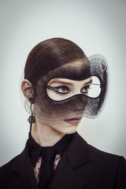 Stephen Jones为Dior设计的面纱