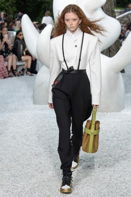 Louis Vuitton 2019早春系列肩部廓形