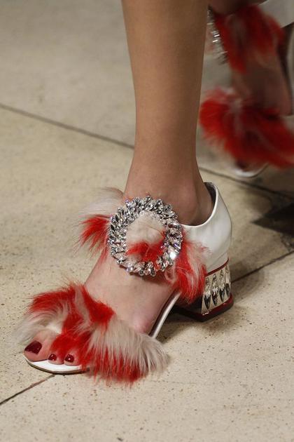 Miu Miu人造皮草凉鞋