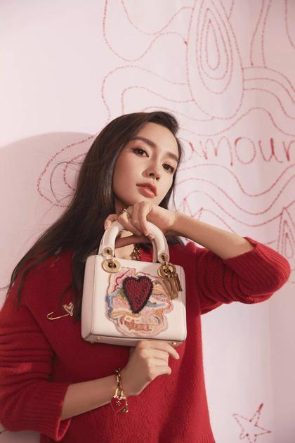 baby演绎Dior七夕情人节限量手袋