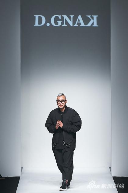 """韩国设计师姜东俊上海时装周演绎时装""""移植"""""""