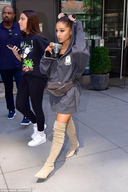 Ariana Grande穿高靴