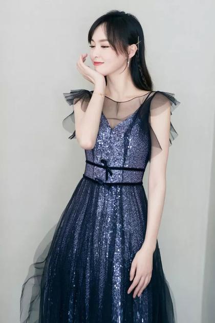 腰带和A型长裙