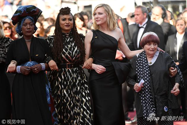 (左起)卡迪加-尼恩,黑人女导演艾娃-杜威内、凯特-布兰切特、法国女导演阿涅斯-瓦尔达